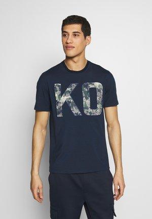 T-shirts med print - dark midnight