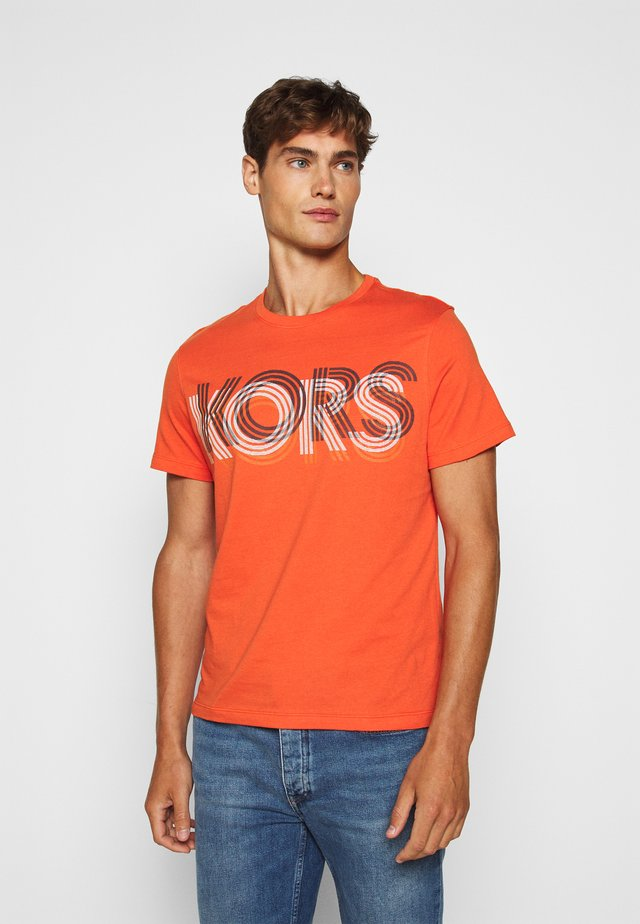 OPTICAL TEE - Print T-shirt - tangerine
