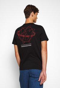 Michael Kors - GLOBE TEE - Camiseta estampada - black - 3