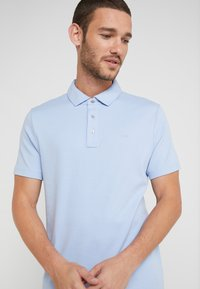 Michael Kors - SLEEK - Polo shirt - steel blue - 4