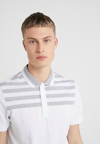 Michael Kors - YOKE STRIPE - Polo - white - 4