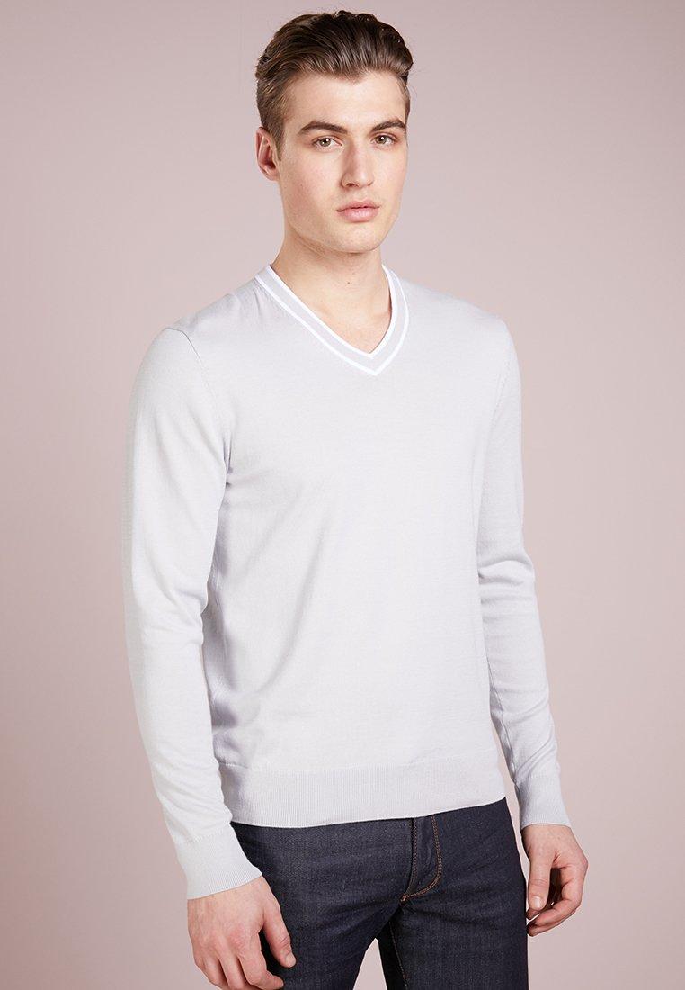 Michael Kors - DOUBLE TIPPED VEE NECK - Jersey de punto - pearl grey