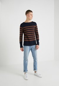 Michael Kors - BOATNECK CREW SWEATER - Jersey de punto - copper - 1