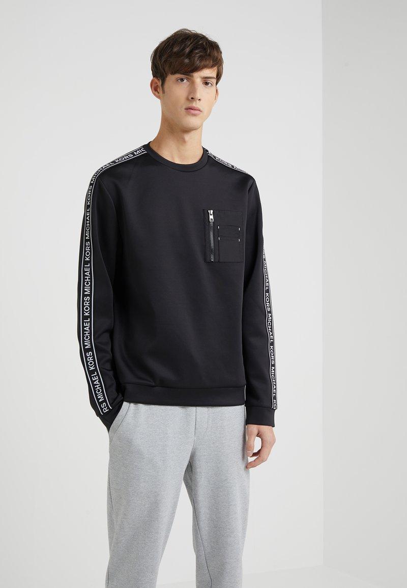 Michael Kors - MIXED MEDIA CHEST POCKET CREW NECK - Sweatshirt - black