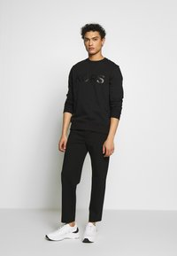 Michael Kors - GARMENT DYE LOGO - Sweater - black - 1