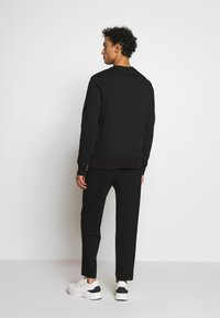 Michael Kors - GARMENT DYE LOGO - Sweater - black - 2