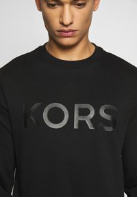 Michael Kors - GARMENT DYE LOGO - Sweater - black - 5