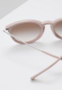 Michael Kors - CHAMONIX - Okulary przeciwsłoneczne - rose water - 4