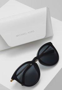 Michael Kors - CHAMONIX - Zonnebril - black - 2