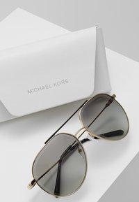 Michael Kors - ANTIGUA - Occhiali da sole - shiny pale gold-coloured - 2