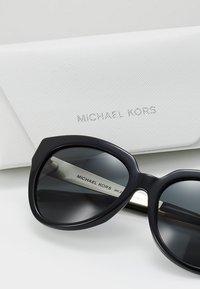 Michael Kors - PALOMA I - Sluneční brýle - black - 2