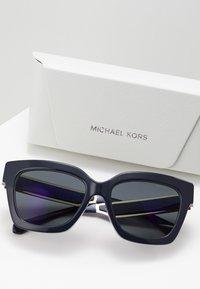 Michael Kors - Occhiali da sole - dark grey/mirror green - 2