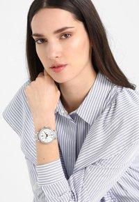 Michael Kors - SOFIE - Horloge - silver-coloured/rose gold-coloured - 0