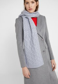 Michael Kors - STRIPED CABLE MUFFLER - Sjaal - heather grey - 1
