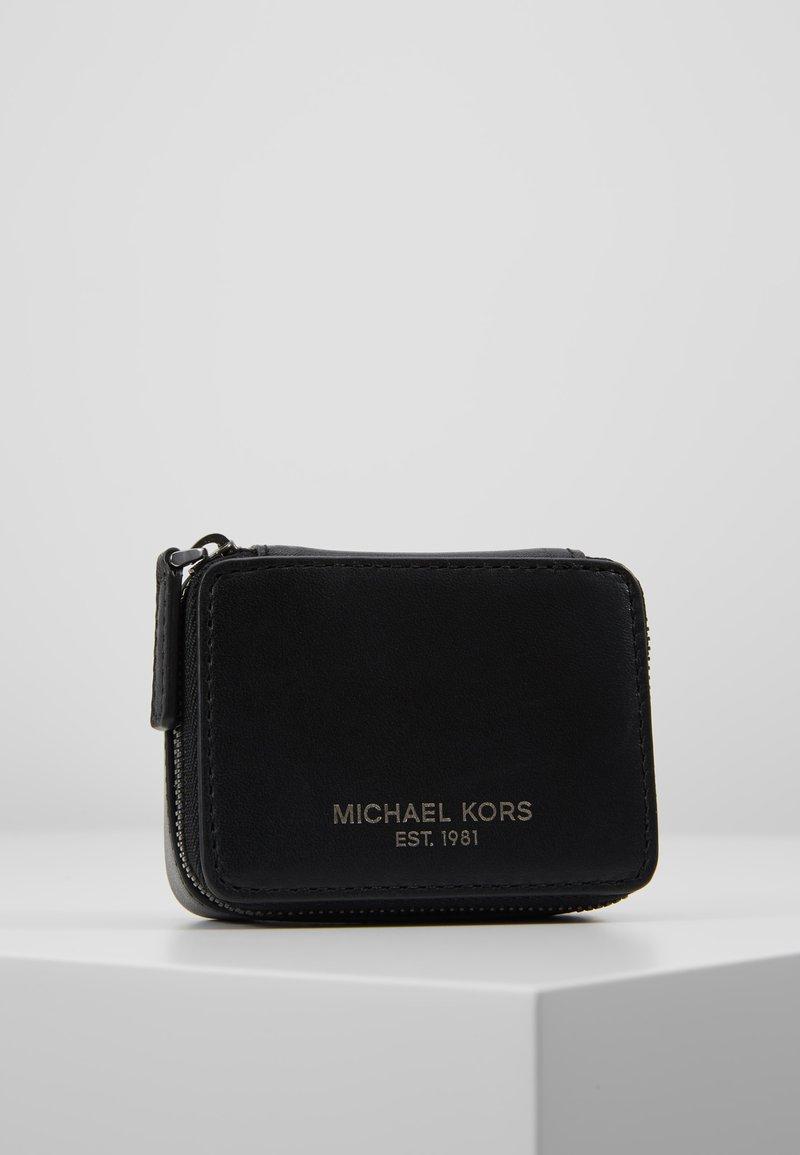 Michael Kors - PILL ORGANIZER GIFTING - Trousse de toilette - black