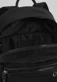 Michael Kors - Sac à dos - black - 4