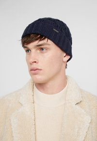 Michael Kors - CABLE CUFF HAT - Gorro - midnight - 1