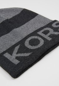Michael Kors - BOTTOM STRIPE LOGO CUFF HAT - Mütze - charcoalmelange/ash melange/black - 5