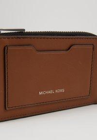 Michael Kors - ZIP WALLET - Wallet - cognac - 2