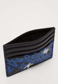 Michael Kors - BROOKLYN TALL CARD CASE - Portafoglio - black/pop blue - 4