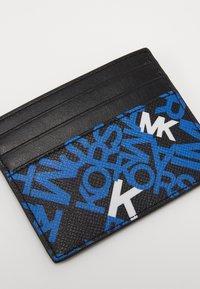 Michael Kors - BROOKLYN TALL CARD CASE - Portafoglio - black/pop blue - 2