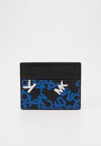 Michael Kors - BROOKLYN TALL CARD CASE - Portafoglio - black/pop blue - 0