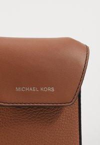 Michael Kors - GREYSON FLAP PHONE XBODY - Across body bag - cognac - 6