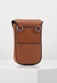 Michael Kors - GREYSON FLAP PHONE XBODY - Across body bag - cognac - 2
