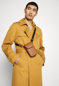 Michael Kors - GREYSON FLAP PHONE XBODY - Across body bag - cognac - 1