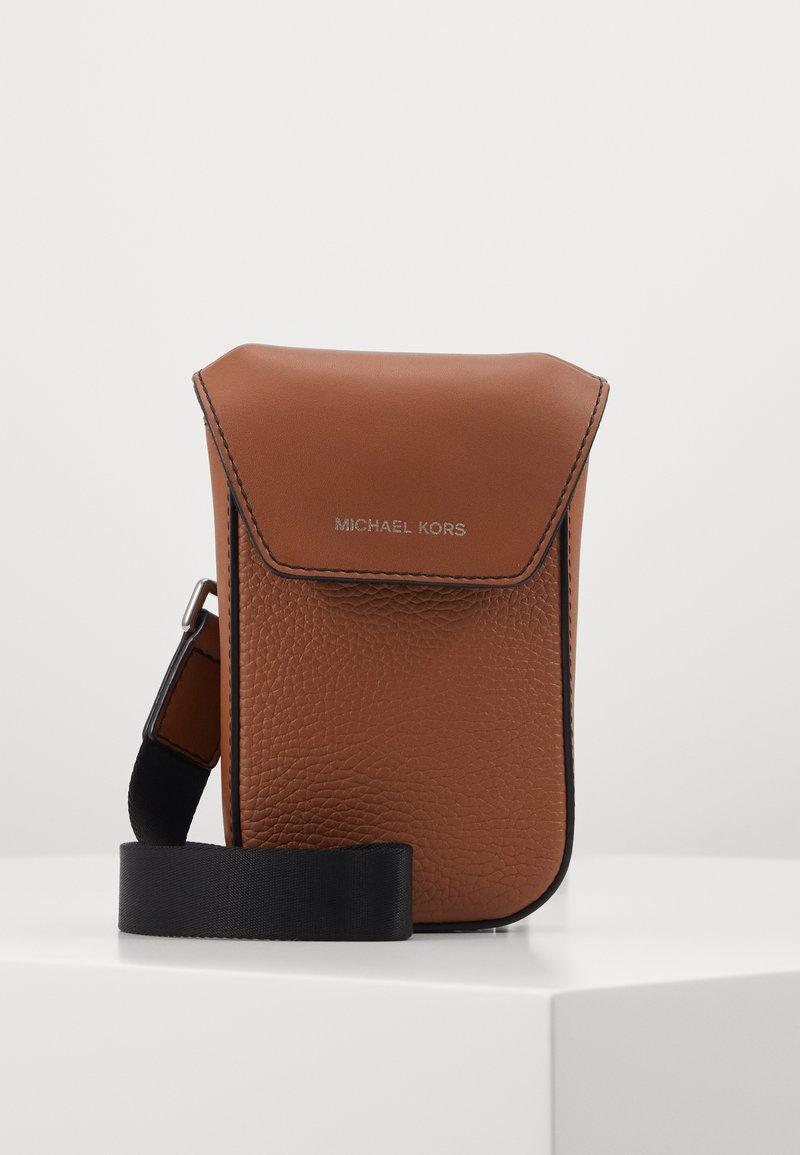 Michael Kors - GREYSON FLAP PHONE XBODY - Across body bag - cognac
