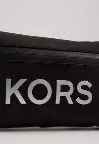 Michael Kors - TECH HIP BAG - Sac banane - black - 2