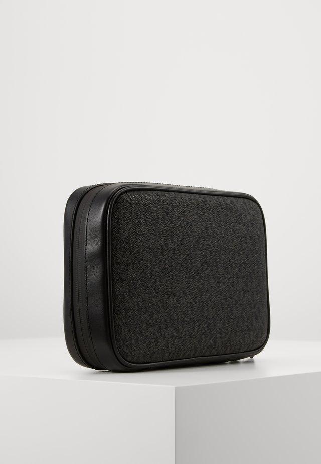 TRAVEL CASE - Toiletti-/meikkilaukku - black