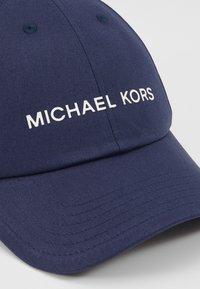 Michael Kors - STANDARD LOGO HAT - Kšiltovka - blue - 4