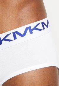 Michael Kors - STRETCH FACTOR CORE LO RISE BRIEF 3 PACK - Braguitas - white - 4