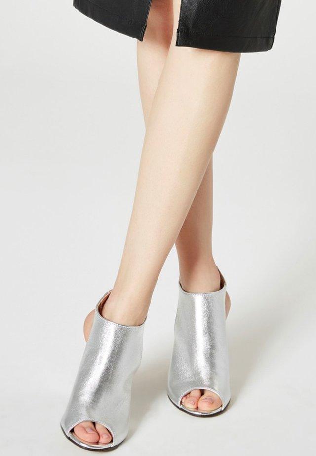 Peeptoes - silver