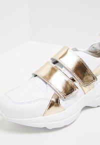 myMo - Matalavartiset tennarit - white/gold - 6