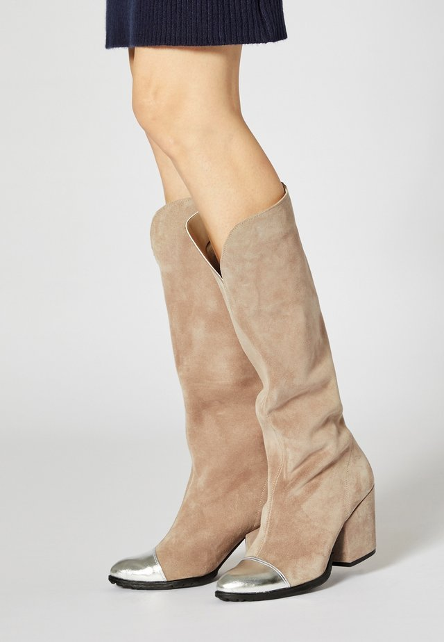 Boots - grey silver