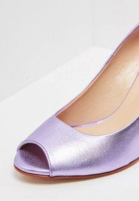 myMo at night - Peeptoes - purple metallic - 6
