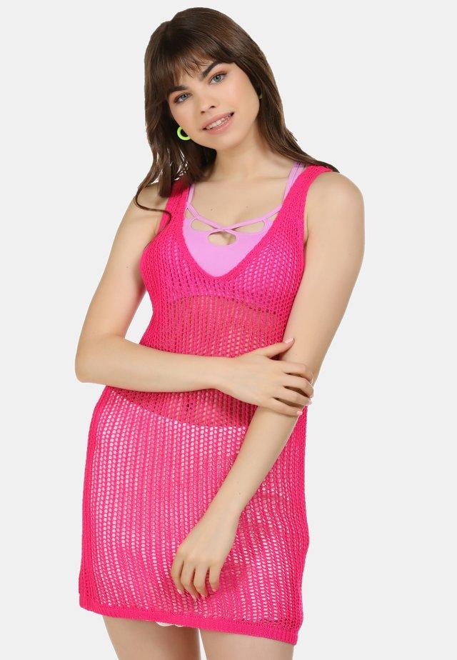 GROBSTRICKKLEID - Gebreide jurk - neon pink