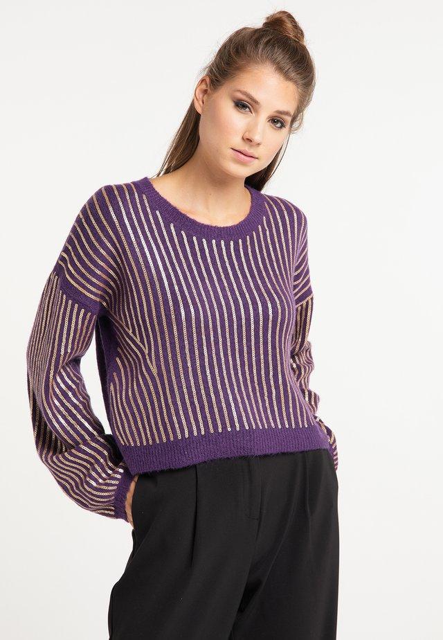 Stickad tröja - lila
