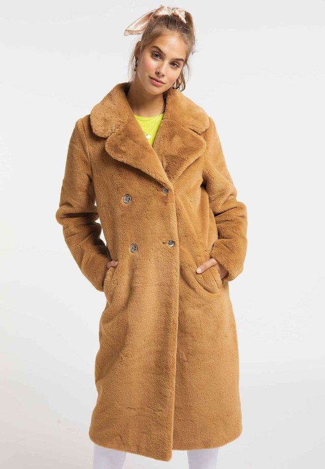 Płaszcz zimowy - camel