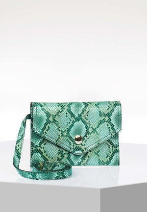 Clutches - green