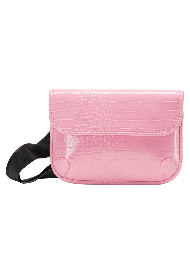 CROSSBODY BAG - Taška spříčným popruhem - rosa