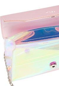 myMo - Across body bag - pink holo - 3