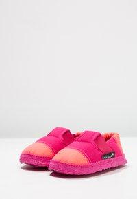 Nanga - KLETTE - Domácí obuv - azalee - 2