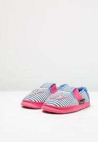 Nanga - HERZKLOPFEN - Domácí obuv - blau - 3