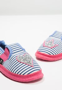 Nanga - HERZKLOPFEN - Domácí obuv - blau - 6