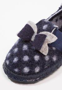 Nanga - LITTLE DOTTY - Domácí obuv - dunkelblau - 2