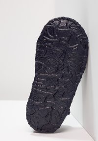 Nanga - LITTLE DOTTY - Domácí obuv - dunkelblau - 5