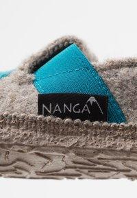 Nanga - FUNNY CROCO - Tøfler - natur - 2